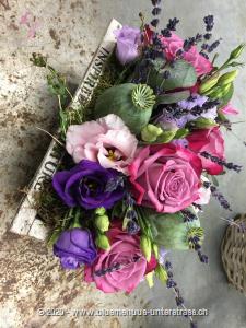 Die Schönheit und die Magie der Blumen finden Sie in dieser Komposition wieder; verzaubern Sie und berauschen die Sinne.