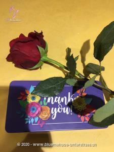 Mit Ihrem Blumengruss wird auf Wunsch eine Tafel Schweizer Milchschokolade (100 g) von Munz in einer liebevoll gestalteten Geschenkdose `Thank you` überbracht. Überraschen Sie durch süsse Grüsse mit feinster Schweizer Milchschokolade zum Geburtstag, Valentinstag, Muttertag, als Dankeschön oder `einfach so`.