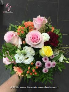 Romantische Blumen aus Meisterhand! Überraschen Sie jemanden mit diesem Präsent - Setzen Sie ein liebevolles Zeichen, das so richtig von Herzen kommt!