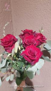 5 Schlüssel um 1 Herz zu öffnen! Einer passt bestimmt, probieren Sie`s und Sie werden schon sehen....  Der Minimumpreis versteht sich für mittellange Rosen. Die Abbildung (höherer Preis) zeigt langstielige Rosen.