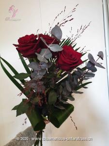 Liebe auf den ersten Klick? Versuchen Sie`s doch einfach und lassen Sie sich überraschen was passiert.   Die Abbildung zeigt langstielige Rosen.