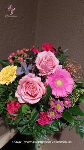 Bühne frei: Denn hier feiert der Spätsommer seinen stärksten Auftritt! Ein Farbenspektakel der besonderen Art. Da muss man applaudieren!    Das Bild entspricht der mittleren Preisvariante und die Vase ist nicht inbegriffen. Auf Wunsch finden Sie diese in der Kategorie Vasen.