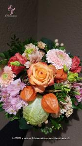 Der Indian Summer zeigt sich auf unterschiedliche Weise. Was jedoch immer bleibt, sind seine leuchtenden Farben und seine verspielte Natürlichkeit. Na, wie wär?s mit einer fröhlichen Überraschung?    Das Bild entspricht der mittleren Preisvariante und die Vase ist nicht inbegriffen. Auf Wunsch finden Sie diese in der Kategorie Vasen.