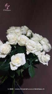 Lifestyle pur! Für Liebhaber und Kenner... aber auch für all diejenigen die es noch werden wollen. Die Glasvase ist nicht im Preis inbegriffen.   Der Minimumpreis versteht sich für mittellange Rosen. Die Abbildung (höherer Preis) zeigt langstielige Rosen.