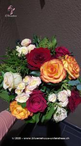 Einfach nur schön ... ist dieser Rosenstrauss. Damit zaubern Sie ein Lächeln in jedes Gesicht, garantiert!