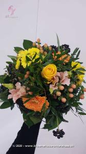 Ein fröhlicher Wintergruss, der ein bisschen Farbe & Wärme in die kalte Jahreszeit bringt. Wünschen Sie jemandem einen schönen Tag.    Das Bild entspricht der mittleren Preisvariante und die Vase ist nicht inbegriffen. Auf Wunsch finden Sie diese in der Kategorie Vasen.