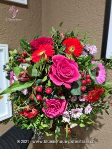 Der Frühling ist poetisch, zart, verheissungsvoll und voller Überraschungen ? dieser Strauss ebenfalls! Machen Sie jemandem eine Freude ...    Das Bild entspricht der mittleren Preisvariante und die Vase ist nicht inbegriffen. Auf Wunsch finden Sie diese in der Kategorie Vasen.