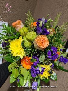 Mit diesem Strauss zaubern Sie im Nu Frühlingsstimmung. Da ist gute Laune vorprogrammiert.    Das Bild entspricht der mittleren Preisvariante und die Vase ist nicht inbegriffen. Auf Wunsch finden Sie diese in der Kategorie Vasen.    Das Angebot kann vom Floristen den gegebenen Umständen bzw. den verfügbaren Blumen im Laden angepasst werden.