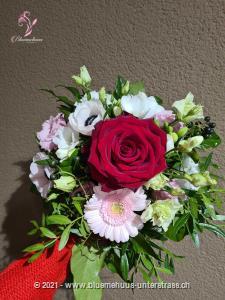 Für dich - pour toi - per te - for you! Mit diesem sympathischen Blumengruss wird Ihre ganz persönliche Botschaft überbracht.    Das Bild entspricht der mittleren Preisvariante und die Vase ist nicht inbegriffen. Auf Wunsch finden Sie diese in der Kategorie Vasen.