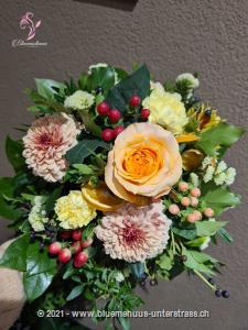 Verschenken Sie etwas Sonnenschein. Mit diesem wundervollen Strauss wird der Tag zum sonnigen Erlebnis.    Das Bild entspricht der mittleren Preisvariante und die Vase ist nicht inbegriffen. Auf Wunsch finden Sie diese in der Kategorie Vasen.