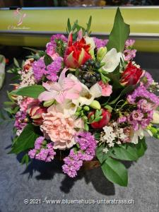 Zarter Frühlingskorb Liebevoll komponiertes Arrangement mit den schönsten Blumen, die der Frühling zu bieten hat. Beschenken Sie Ihren persönlichen Lieblingsmenschen mit diesem zarten Frühlingsgruss.    Das Bild entspricht der mittleren Preisvariante. Das Gefäss kann vom Bild abweichen.