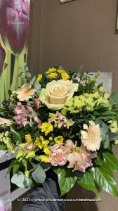 Frühlingsduft liegt in der Luft. Mit diesem zarten Strauss in Pastell erobern Sie jedes Herz.    Das Bild entspricht der mittleren Preisvariante und die Vase ist nicht inbegriffen. Auf Wunsch finden Sie diese in der Kategorie Vasen.