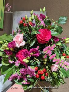 Der Frühling ist poetisch, zart, verheissungsvoll und voller Überraschungen - dieser Strauss ebenfalls! Machen Sie jemandem eine Freude ...    Das Bild entspricht der mittleren Preisvariante und die Vase ist nicht inbegriffen. Auf Wunsch finden Sie diese in der Kategorie Vasen.
