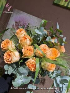Für Sie & Ihn, klassisch & schön - für jede Gelegenheit ein Goldstück unter den Rosenkreationen.    Die Abbildung zeigt mittellange Rosen. Der höhere Preis versteht sich für langstielige Rosen.    Die Vase ist nicht inbegriffen.