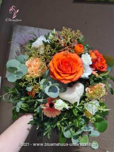 Zeigen Sie mit diesem Blumentraum Ihren Herzensmenschen, wie wichtig sie Ihnen sind und dass Sie sie in Gedanken im Herzen tragen.    Das Bild entspricht der mittleren Preisvariante und die Vase ist nicht inbegriffen. Auf Wunsch finden Sie diese in der Kategorie Vasen.