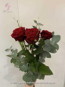 Mit Rosen beginnen doch meist die schönsten Geschichten. Wann startet Ihre?    Die Abbildung zeigt langstielige Rosen.    Die Vase ist nicht inbegriffen.