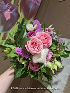 Schmetterlinge im Bauch? Auf Wolke Sieben? Wie gut, kann man mit Blumen solche Gefühle übermitteln.    Das Bild entspricht der mittleren Preisvariante und die Vase ist nicht inbegriffen. Auf Wunsch finden Sie diese in der Kategorie Vasen.