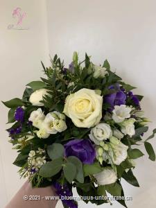 Dieser romantische Strauss könnte von Engeln gefertigt sein ... er ist sozusagen der Himmel auf Erden!    Das Bild entspricht der mittleren Preisvariante und die Vase ist nicht inbegriffen. Auf Wunsch finden Sie diese in der Kategorie Vasen.