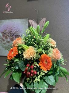 Hier zeigt die Natur was sie unter Lebensfreude versteht. Dieser Strauss versprüht Harmonie pur!    Das Bild entspricht der mittleren Preisvariante und die Vase ist nicht inbegriffen. Auf Wunsch finden Sie diese in der Kategorie Vasen.