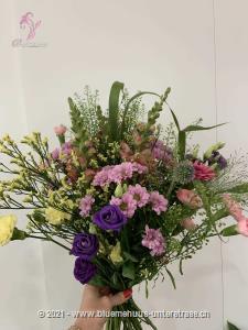 Holen Sie sich die Leichtigkeit des Sommers ins Zuhause und verleihen Sie diesem einen natürlichen und luftigen Touch.    Das Bild entspricht der mittleren Preisvariante und die Vase ist nicht inbegriffen. Auf Wunsch finden Sie diese in der Kategorie Vasen.